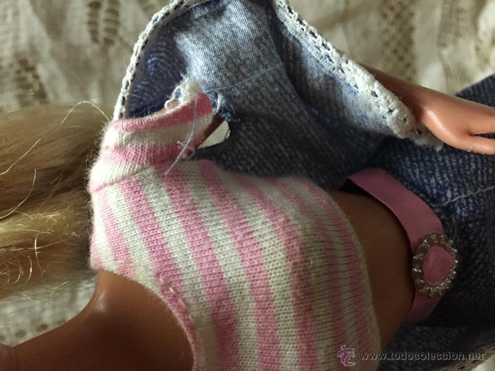 Barbie y Ken: Conjunto de pantalón, camiseta y chaleco de la muñeca Barbie - Foto 3 - 216759625