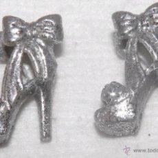 Barbie y Ken: ZAPATOS DE BARBIE PLATEADOS CON PURPURINA. Lote 54245377