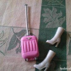 Barbie y Ken: MALETA Y BOTAS AZAFATA BARBIE. Lote 70183593
