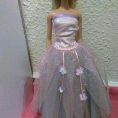 Barbie y Ken: PRECIOSO VESTIDO ORIGINAL Y ZAPATOS PARA BARBIE, VER FOTOS. Lote 79825701