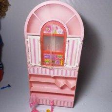 Barbie y Ken: MUÑECA BARBIE - MUEBLES ARMARIO SALA TELEVISION DOBLE DIVERSION 2 EN 1 1992. Lote 86762896