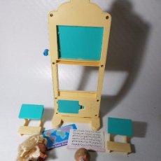 Barbie y Ken: MUÑECA BARBIE - CONJUNTO DE MUEBLES ESCUELA CLASE Y ALUMNOS PROFESORA AÑOS 90. Lote 86763316