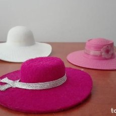 Barbie y Ken: BARBIE MADE IN SPAIN. LOTE DE TRES SOMBREROS ORIGINALES. Lote 101186635