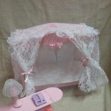 Barbie y Ken: CAMA CON DOSEL LUZ DE ESTRELLAS STARLIGHT BED MAGIC ACTION DE MUÑECA BARBIE DE MATTEL ITALY AÑO 1982. Lote 101523839