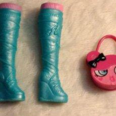 Barbie e Ken: BOTAS Y BOLSO ORIGINALES BARBIE FASHIONISTA CUTIE DE LA COLECCION WAVE 1 DEL 2009. Lote 109299887