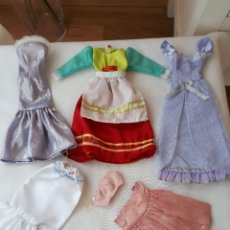 Barbie y Ken: LOTE DE ROPA DE BARBIE. Lote 118394035