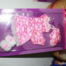 Barbie y Ken: VESTIDO NUEVO EN BLISTER MUÑECA BARBIE. Lote 126815855