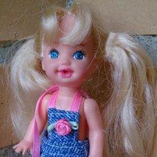 Barbie y Ken: MUÑECA SHELLY KELLY MATTEL 1994 CON MECANISMO PARA SUBIR UN BRAZO. Lote 131327870