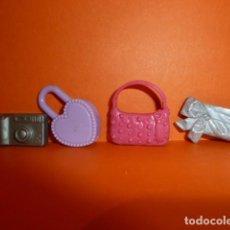 Barbie y Ken: LOTE BOLSOS Y CÁMARA DE FOTOS. BARBIE,SINDY. Lote 131465510