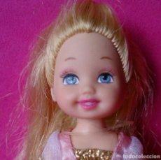 Barbie y Ken: MUÑECA MATTEL 1994 PRINCESA SHELLY KELLY, VESTIDO ROSA Y DORADO. Lote 131554846
