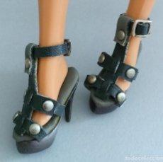 Barbie y Ken: BARBIE ZAPATOS SANDALIAS GRIS OSCURO. Lote 151911133