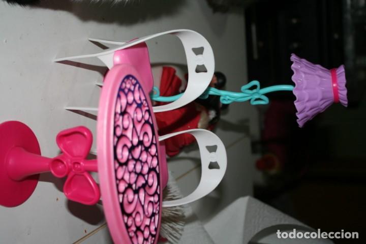 MUEBLES CASA MUÑECA BARBIE MATTEL 2012 (Juguetes - Muñeca Extranjera Moderna - Barbie y Ken - Vestidos y Accesorios)