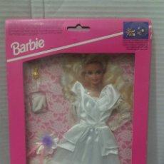 Barbie y Ken: BARBIE VESTIDO COLECCIÓN SUEÑOS DE NOVIA. NUEVO. MATTEL. REF 68363. 1994. INCLUYE UN COLGANTE.BRIDAL. Lote 141572034