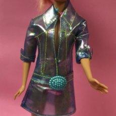 Barbie y Ken: IMPERMEABLE, CHUBASQUERO BARBIE. Lote 143826000