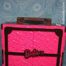 Barbie y Ken: ARMARIO MALETA ORIGINAL MUÑECA BARBIE + 7 PERCHAS. Lote 144219470