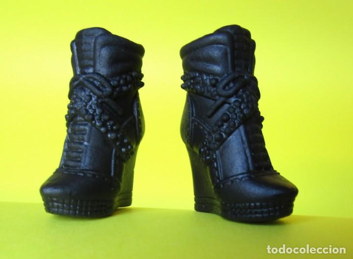 Barbie Mattel Zapatos Nuevos Del Conjuto Graphi Sold Through Direct Sale 145092738