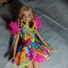 Barbie y Ken: VESTIDO DE MODELO SINDY CON LUZ Y COLOR SOLO VESTIDO. Lote 146436106