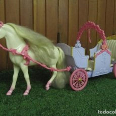 Barbie y Ken: MATTEL 2005 PRINCESA BARBIE CARROZA EXTENSIBLE CABALLO . Lote 147384330