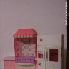 Barbie y Ken: NEVERA Y MUEBLE DE COCINA ORIGINALES BARBIE - MATTEL, 1996. Lote 189904476