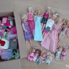 Barbie y Ken: LOTE DE 7 BARBIE + 6 MUÑECAS PEQUEÑAS Y ACCESORIOS. Lote 155247170