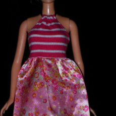 Barbie y Ken: VESTIDO ORIGINAL MUÑECA BARBIE FASHIONISTA MATTEL 2009. Lote 155522450