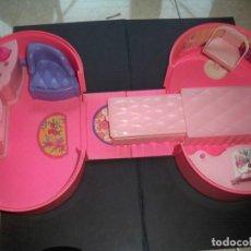 Barbie y Ken: BARBIE MALETIN SORPRESA HABITACION DORMITORIO SALON COFRE MATTEL 1984. Lote 155667242
