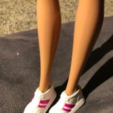 Barbie y Ken: DEPORTIVAS BAMBAS DE BARBIE. Lote 160043988