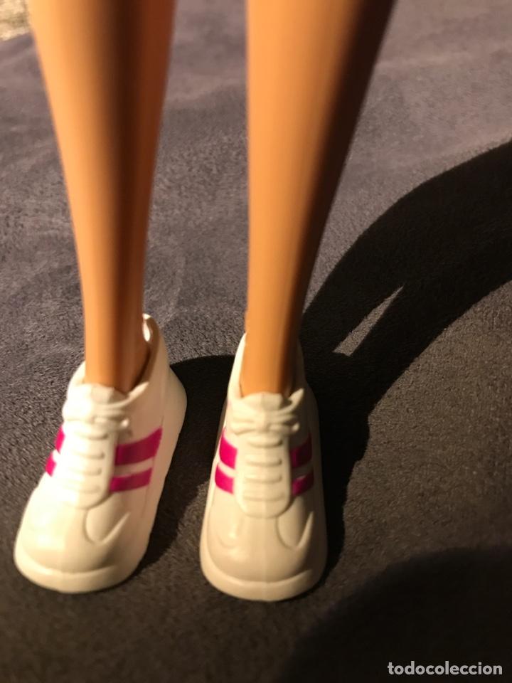 Barbie y Ken: Deportivas bambas de Barbie - Foto 2 - 160043988