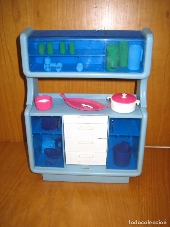 ANTIGUO MUEBLE APARADOR DE MUÑECA BARBIE AÑOS 70 O 80 (Juguetes - Muñeca Extranjera Moderna - Barbie y Ken - Vestidos y Accesorios)