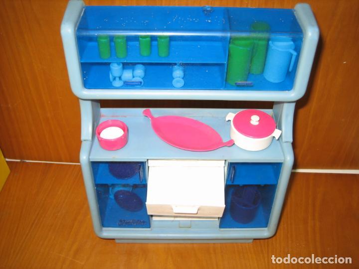 Barbie y Ken: Antiguo mueble aparador de muñeca Barbie años 70 o 80 - Foto 2 - 163482434