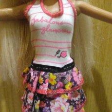 Barbie y Ken: PRECIOSO VESTIDO PARA BARBIE, Y MUÑECA SIMILAR + REGALITO ;-). Lote 164567342