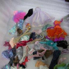 Barbie y Ken: GRAN LOTE DE ANTIGUAS ROPAS VARIADAS VINTAGE PARA BARBIE. Lote 166838490