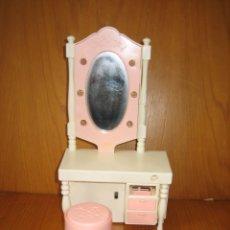 Barbie y Ken: ANTIGUO MUEBLE TOCADOR A PILAS PARA MUÑECA BARBIE. Lote 167672764