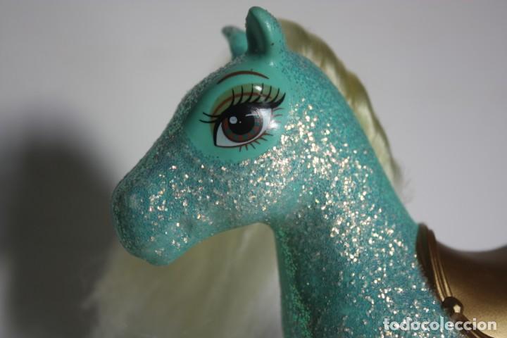 Barbie y Ken: Pony o caballo verde de Shelly original Barbie y el castillo de diamantes - Mattel, 2008 - Foto 3 - 168219336