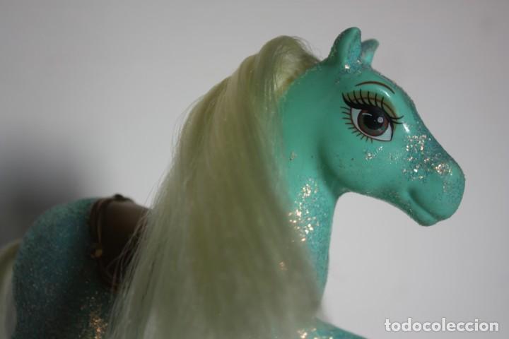 Barbie y Ken: Pony o caballo verde de Shelly original Barbie y el castillo de diamantes - Mattel, 2008 - Foto 4 - 168219336
