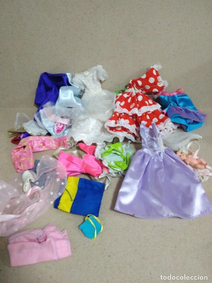Barbie y Ken: Lote Barbie y ropas antiguas - Foto 2 - 172328402