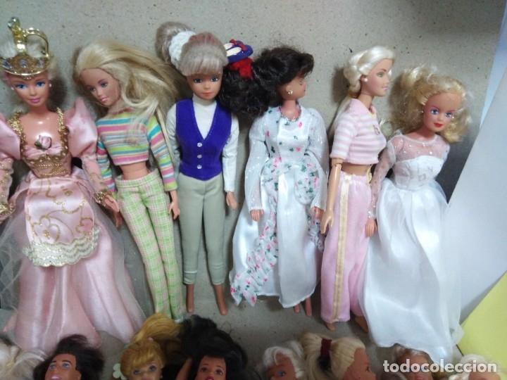 Barbie y Ken: Lote Barbie y ropas antiguas - Foto 25 - 172328402