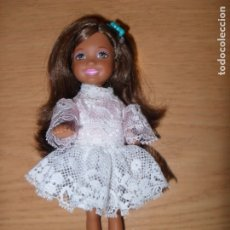 Barbie y Ken: MUÑECA NEGRA SHELLY MATTEL BARBIE. Lote 172589967
