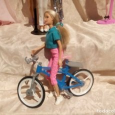 Barbie y Ken: MUÑECA BARBIE CON BICICLETA MUY BONITA. Lote 177331797