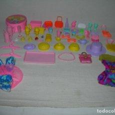 Barbie y Ken: BUEN LOTE DE MUCHAS PIEZAS Y ACCESORIOS DE LA BOUTIQUE / HELADERÍA DE LA MUÑECA BARBIE - AÑOS 90 -. Lote 177746795