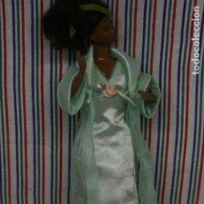 Barbie y Ken: BARBIE , CAMISON Y BATA. Lote 178757056