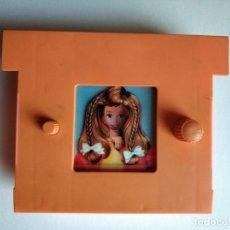 Barbie y Ken: BARBIE CAMBIA DE PEINADO CON ESPEJO - RARO . Lote 179100463
