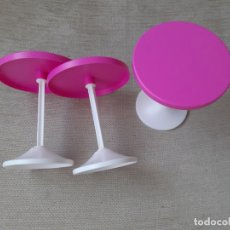 Barbie y Ken: MUEBLES BARBIE 3 MESAS ALTAS. Lote 179172563