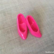 Barbie y Ken: BARBIE ZAPATOS FUCSIA . Lote 179248243
