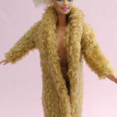 Barbie y Ken: BARBIE ABRIGO. Lote 180904466