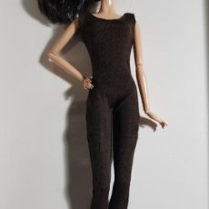 Barbie y Ken: MONO MARRÓN OSCURO PARA MODEL BARBIE. Lote 183929297