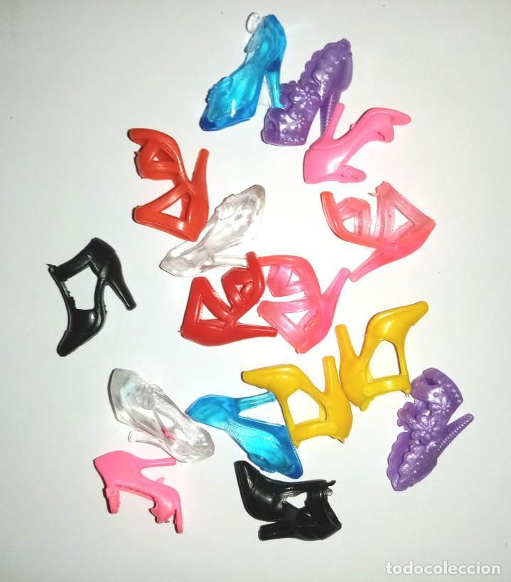 LOTE DE ZAPATOS PARA BABIE O SIMILAR (Juguetes - Muñeca Extranjera Moderna - Barbie y Ken - Vestidos y Accesorios)