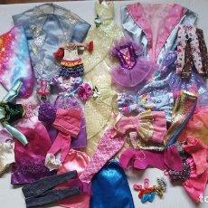 Barbie y Ken: LOTE DE VESTIDOS PARA MUÑECAS BARBIE, DISNEY Y SIMILAR. Lote 186103492