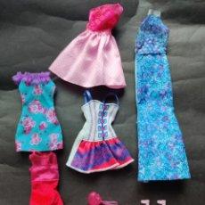 Barbie y Ken: LOTE DE VESTIDOS, ZAPATOS Y COMPLEMENTOS BARBIE. Lote 187483332