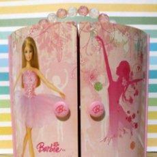 Barbie y Ken: BARBIE ARMARIO JOYERO MUSICAL A CUERDA 2005 MATTEL. Lote 190593563